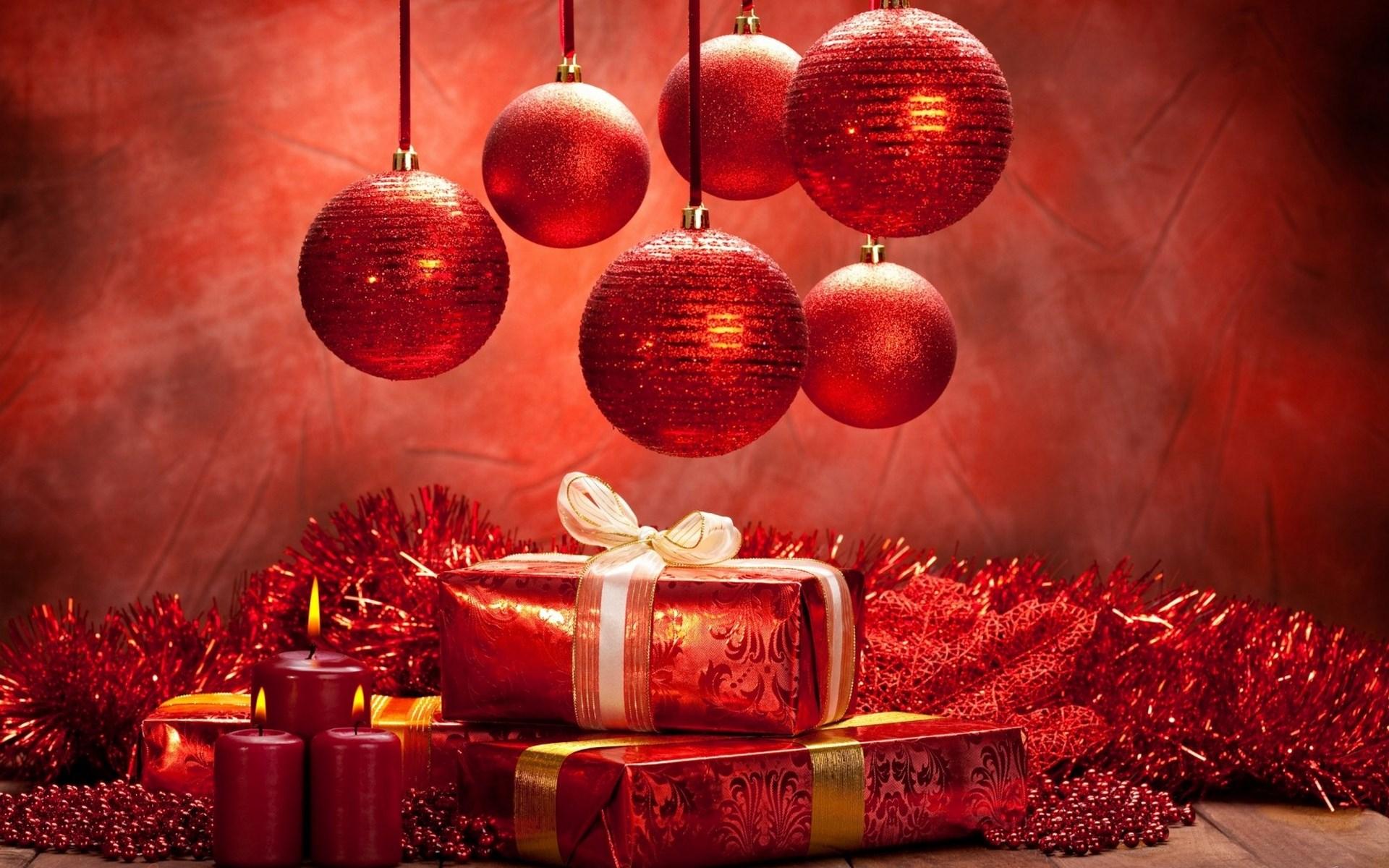 1bb4720baf9 Красные шары и подарки